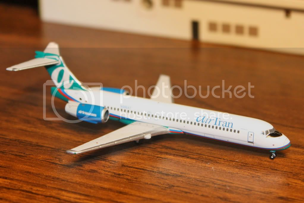 http://i468.photobucket.com/albums/rr46/mr_jon_95/AirTran717model.jpg